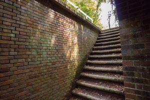 何だこの階段は